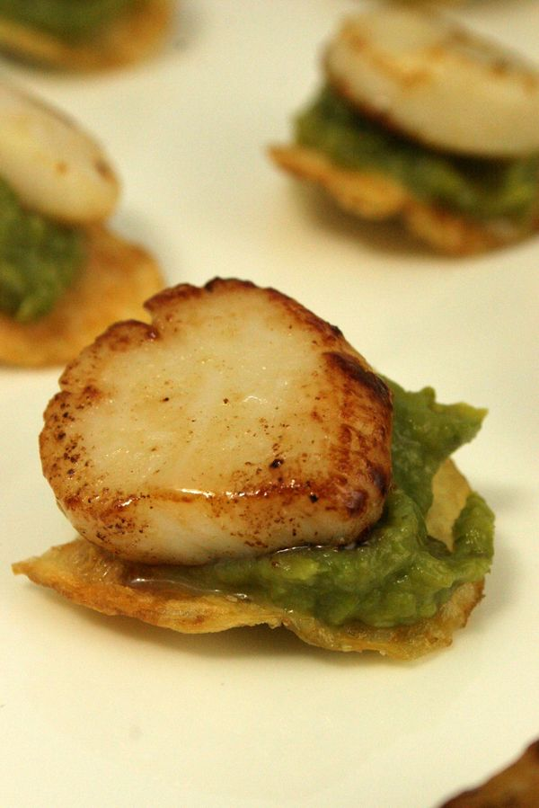 thepassionatecook: Scallop and asparagus canapés