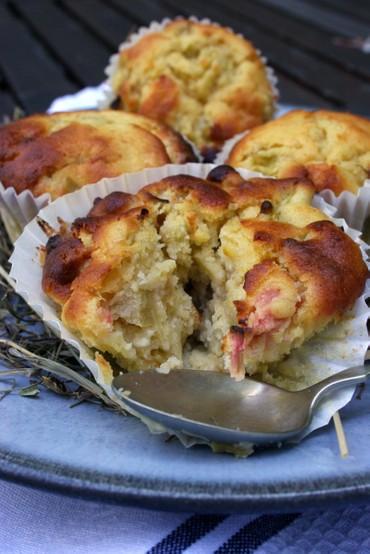 Rhubarbwhitechocbuttermilkcupcakes