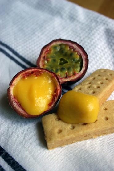 Passionfruitcurdshortbread