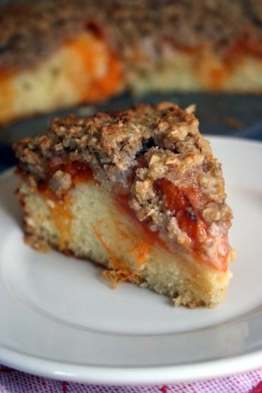 Apricotcrumblecakeslice